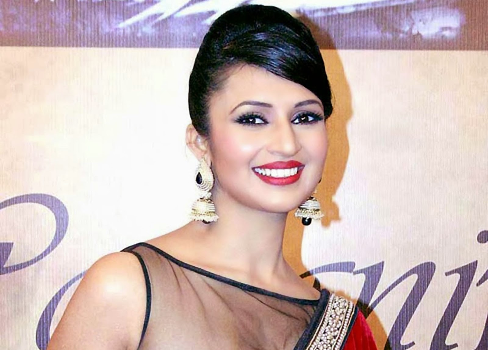 HD-Wallpapers-Divyanka-Tripathi