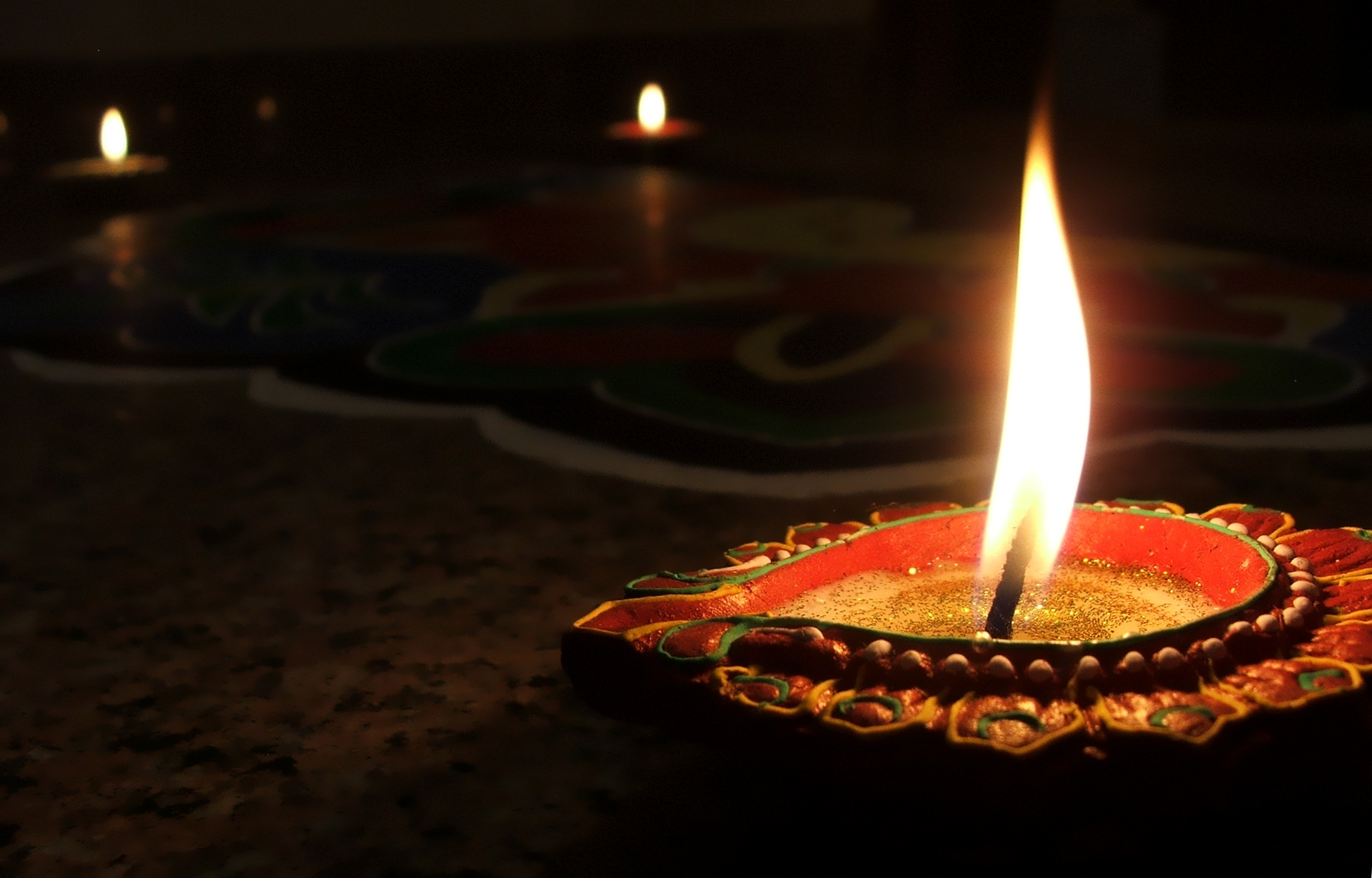 light diwali candles