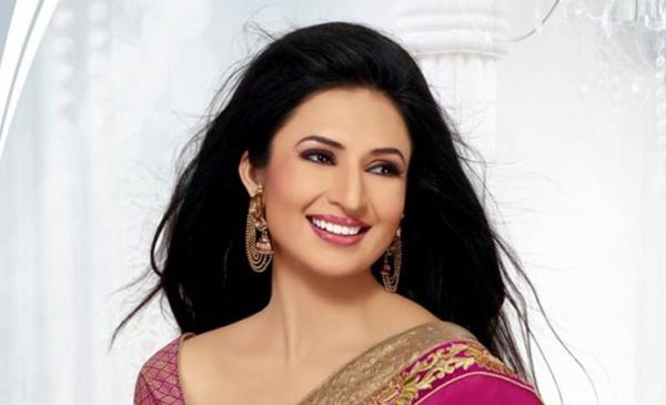 Divyanka Tripathi heart warming smile