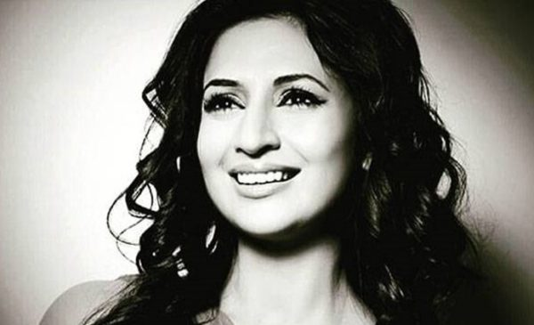 Divyanka in Monochrome frame look