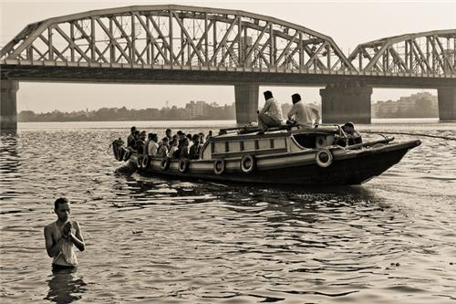 Boat rides on Hooghly River